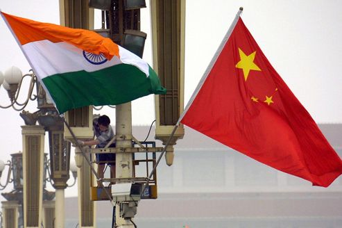CHINA-INDIA-VAJPAYEE-FLAGS